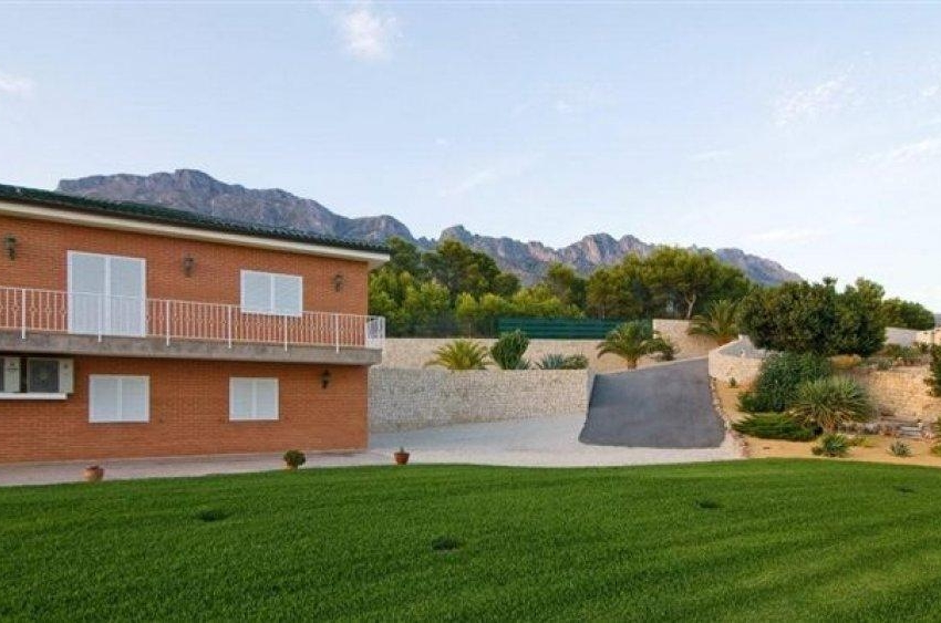 Sale · Finca Altea · Costa Beach